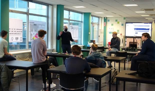 Studenten ROC Midden Nederland gaan maakbare oplossingen bedenken om het collectief energiegebruik inzichtelijk te maken op het Stationsplein van de nieuwe Stadswijk Hoefkwartier.