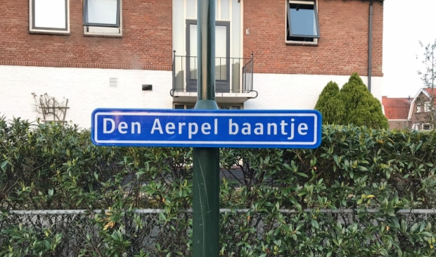 Nieuw straatnaambordje bij de busbaan in Hardinxveld-Giessendam
