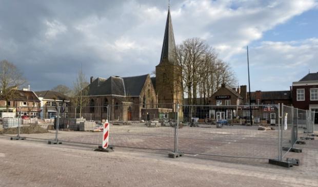 <p>,,Volgens het college zouden de pleinen begin april klaar zijn. Maar op 11 april lagen de pleinen nog gewoon open&#39;&#39;, aldus de ChristenUnie.</p>