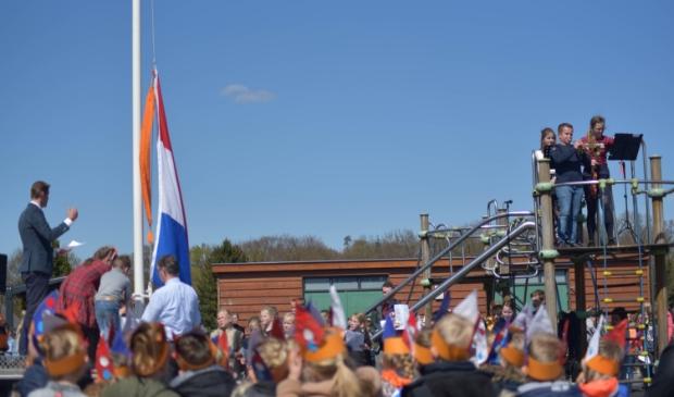 Zingen bij de vlag