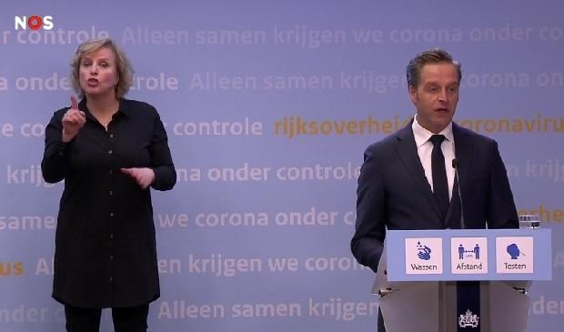 <p>Demissionair zorgminister Hugo de Jonge tijdens de persconferentie.</p>