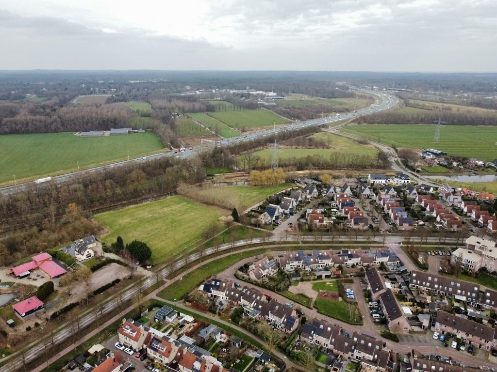Luchtfoto van de A12 ten noorden van Odijk, waar Zeist plannen heeft  voor windmolens.