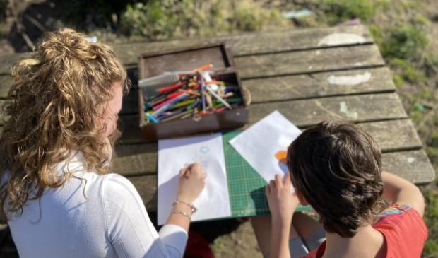 <p>Rachel en Mia tekenden veel tijdens de gesprekken.&nbsp;</p>