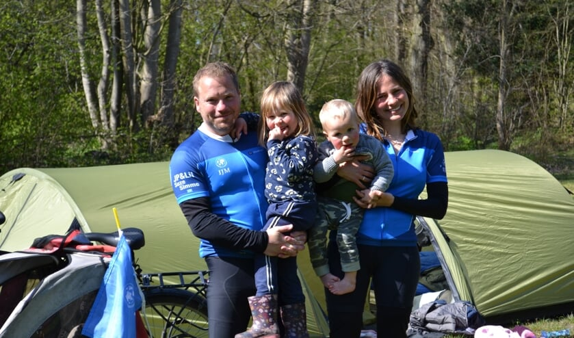 Janpeter en Lilian fietsen door Nederland voor goed doel: 'kust van Zandvoort en Bloemendaal mooiste tot nu toe'