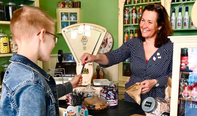 Nostalgisch maar ook TikTok: bijzondere snoepwinkel opent in Santpoort-Noord