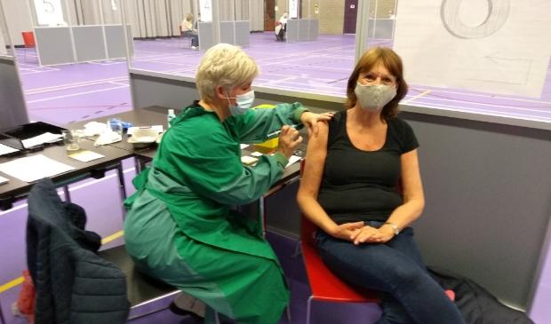 Marijke Huisen uit Odijk is blij dat ze gevaccineerd is