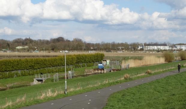<p>De woningbouwlocatie Zuidwijk langs het AR- kanaal, op de achtergrond de Marienhoeve</p>