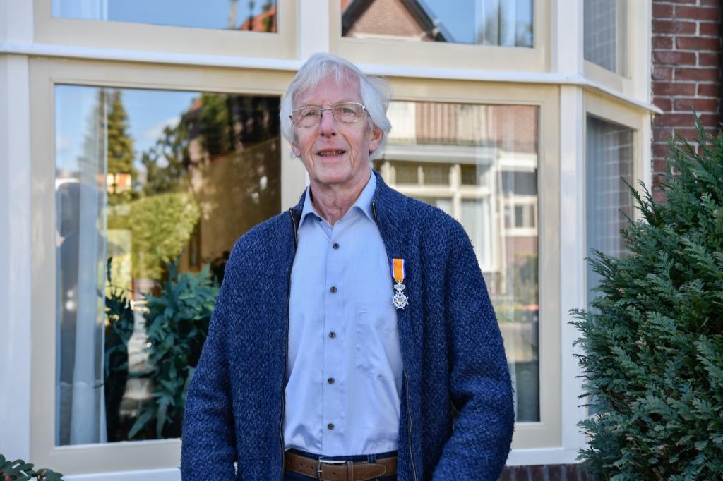 D heer J.C. Westeneng: Lid in de Orde van Oranje Nassau. Jaap van den Broek © BDU media