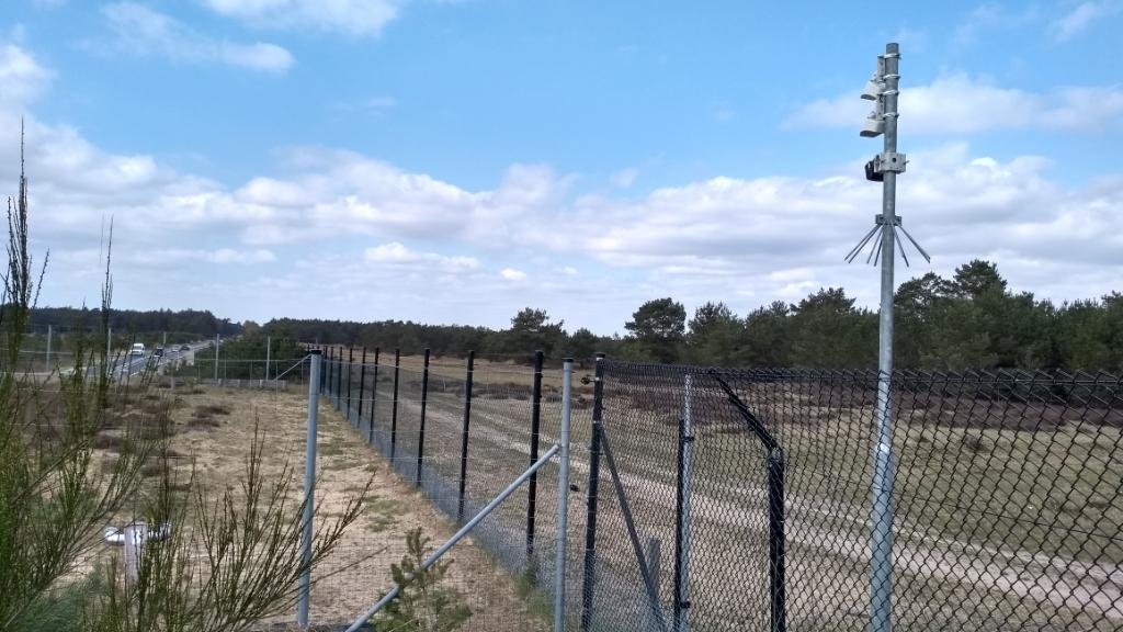 De Hoge Veluwe heeft de wildpassage bij wildviaduct Oud Reemst sinds de zomer van 2019 afgesloten om de wolf uit het park te weren. BDUmedia © BDU media