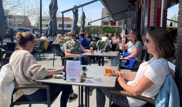 <p>Het bier smaakte goed op het terras van De Kromme Hoek.</p>