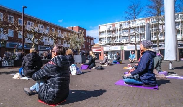 <p>Stille Yoga Manifestatie op het Polderplein</p>