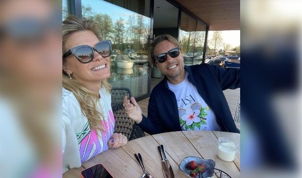 <p>Nicolette van Dam en Bas Smit zijn op tour door Nederland en doen daarvoor donderdag ook Amersfoort aan.</p>