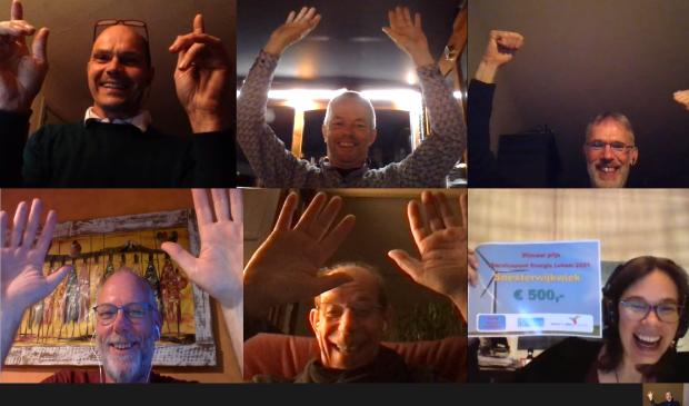 <p>Blije SoesterwijkWiekers bij het horen van het goede nieuws. Van links naar rechts: (boven) Dirk, Wim, Fedde, (onder) Geert, Jos, Maiken en in het klein Roanne. </p>