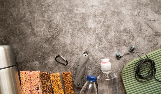 Energierepen, oortjes, sportmatje en flesjes