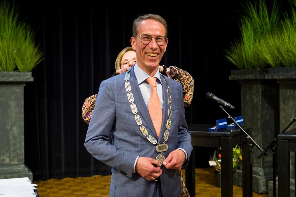 Installatie Burgemeester Jan de Vries Richard van Hoek © BDU media
