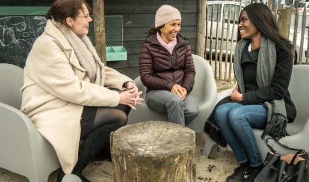 <p>V.l.n.r: Lena Smit, Rashida Benjamins en Mirika Muller, de initiatiefnemers van het project.&nbsp;</p>