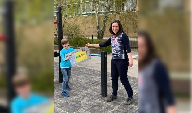 Overhandiging sponsorbedrag Amstelbadvriendjes