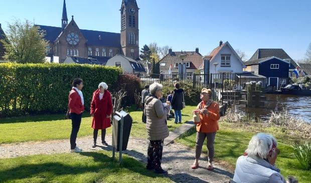 <p>De bankjes achter de Amstelkerk zijn voor veel Ouderkerkers een favoriete stek.</p>