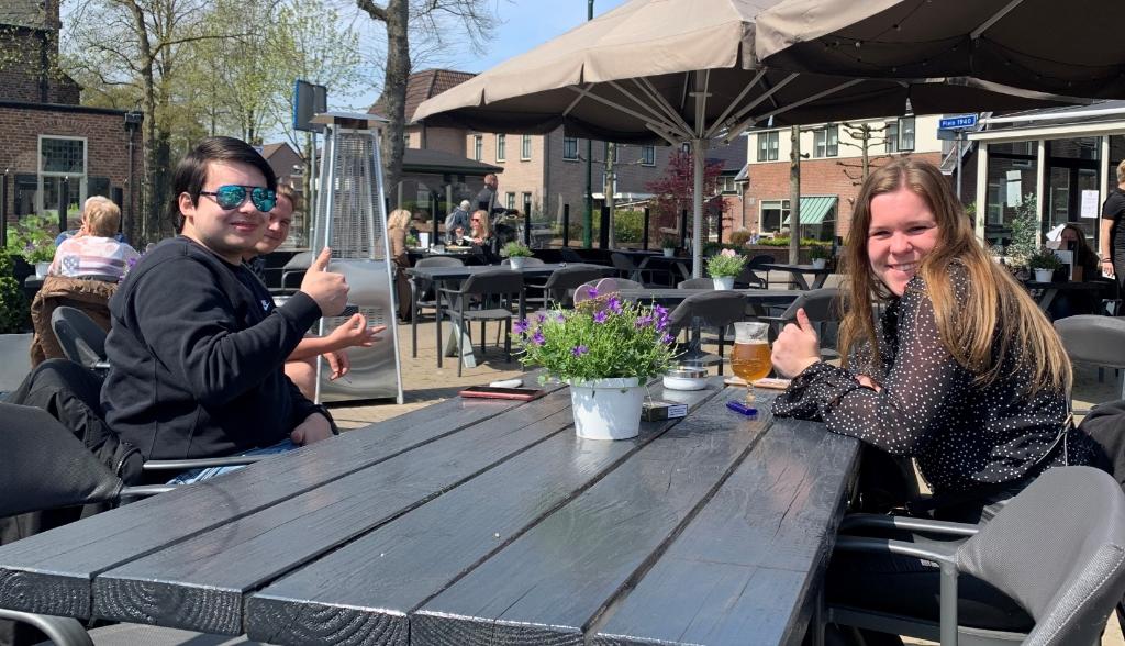 <p>In het zonnetje op het terras van Prinsheerlijk: prima!</p> <p>Kim Rebergen</p> © BDU media