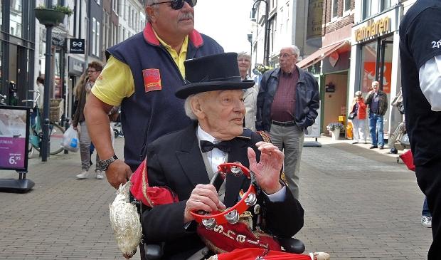 <p>Siem van den Anker, oprichter van het Jazzfestival, bij een van zijn laatste optredens</p>
