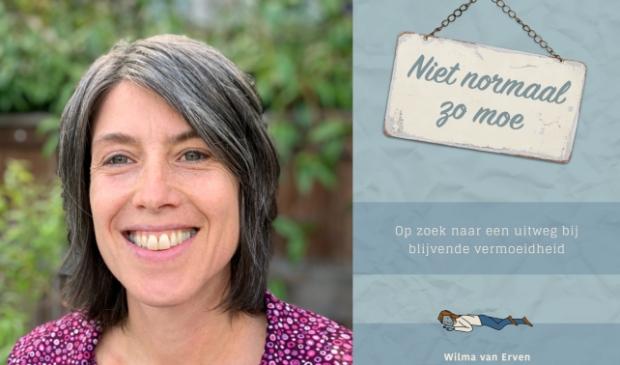 Wilma van Erven, met de kaft van het boek dat ze heeft geschreven.