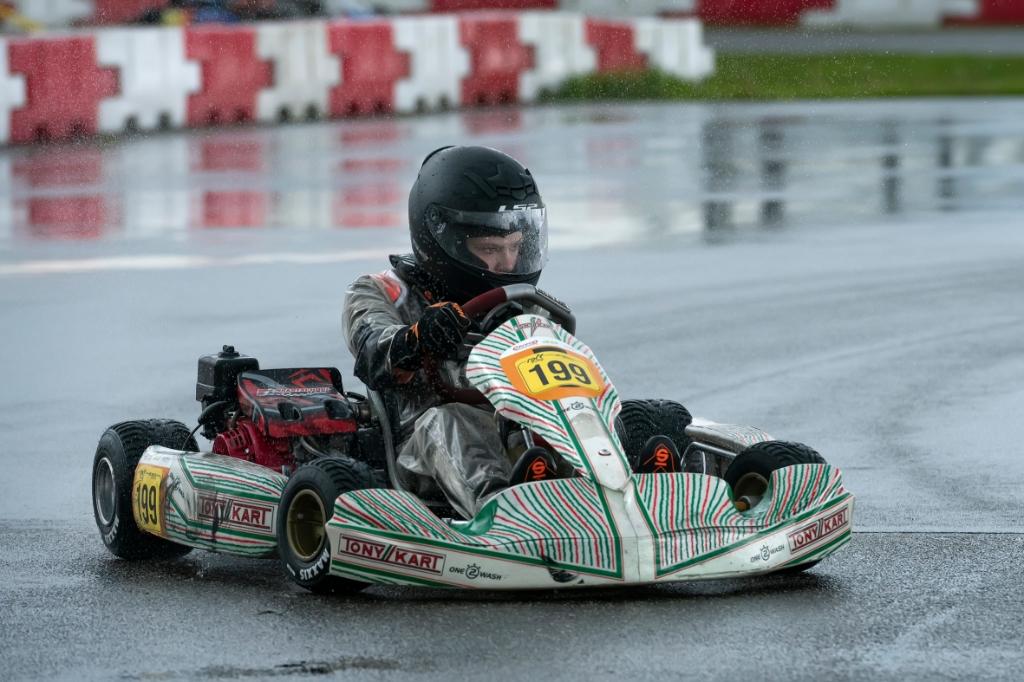 Racen op een kletsnatte baan. Ronald Stiefelhagen © BDU