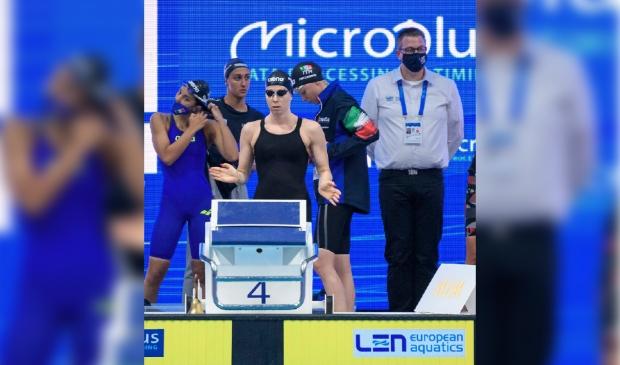 Ben van Ziel in actie als zwemofficial bij EK Zwemmen (Boedapest).