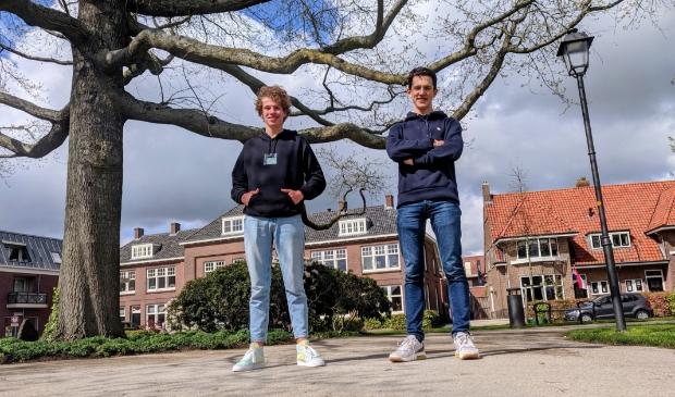 <p>Sam (links) Noah (rechts) zijn met hun profielwerkstuk tweede geworden bij de Nescioprijs. </p>