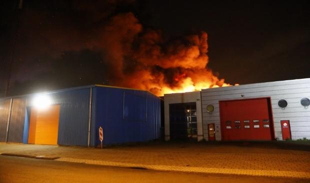 De brandweer schaalde al vrij snel op naar 'zeer grote brand'. Nieuwsfoto © BDU media