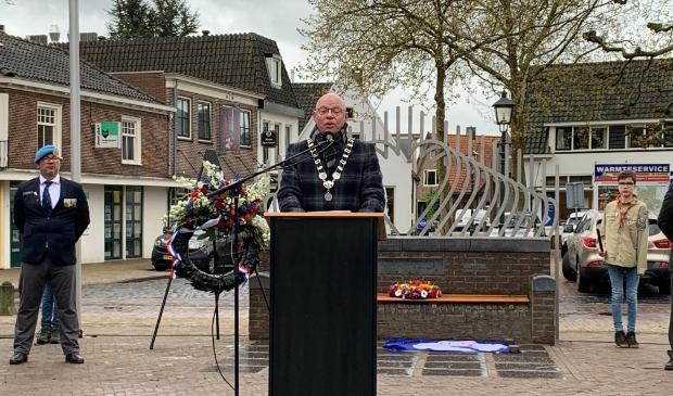 <p>Burgemeester Isabella tijdens de 4 mei herdenking dit jaar op het Plein</p>