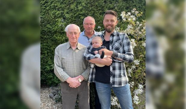 <p>Cees de Ruiter (90 jaar), Wim de Ruiter (61 jaar), Eric de Ruiter (32 jaar) en Kees de Ruiter (0 jaar).</p>