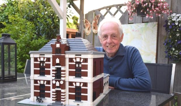 Wim Erwich bij het LEGO-huis