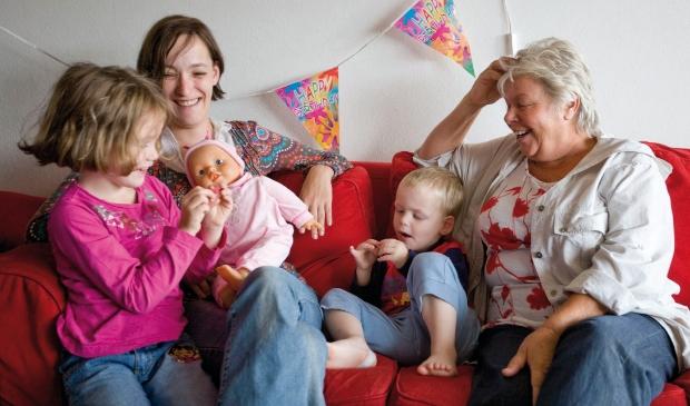 Vrijwilliger bezoekt gezin
