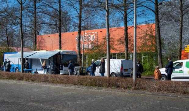 Zonder afspraak testen in de GGD mobiele testunit, hier op de Sportlaan in Amstelveen
