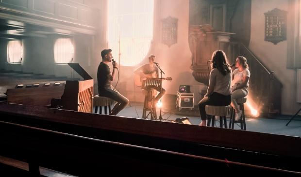<p>Een still uit de videoclip.</p>