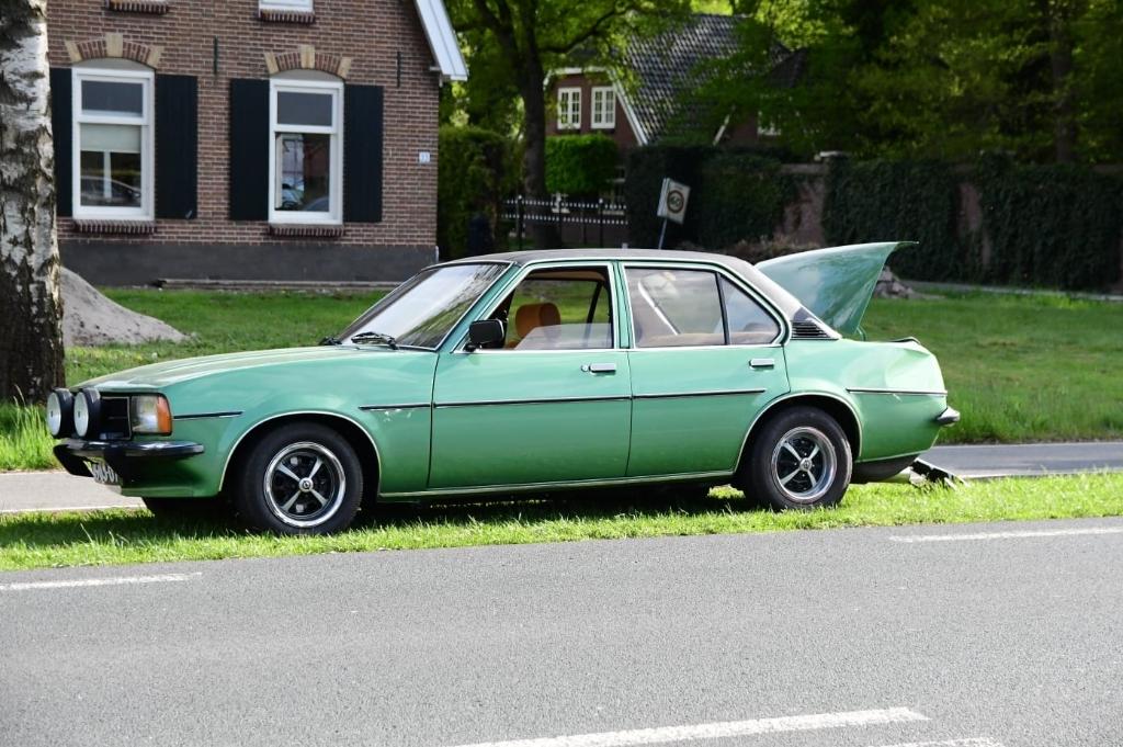 De gerestaureerde Opel Ascona B uit 1978 van Arno van Beek. Tim van Donkersgoed © BDU media