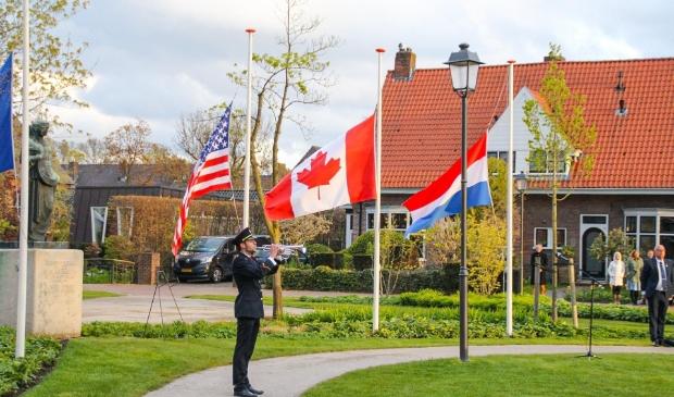 De herdenkingsplechtigheid in het Van Reenenpark  Persbureau Midden Nederland © BDU Media