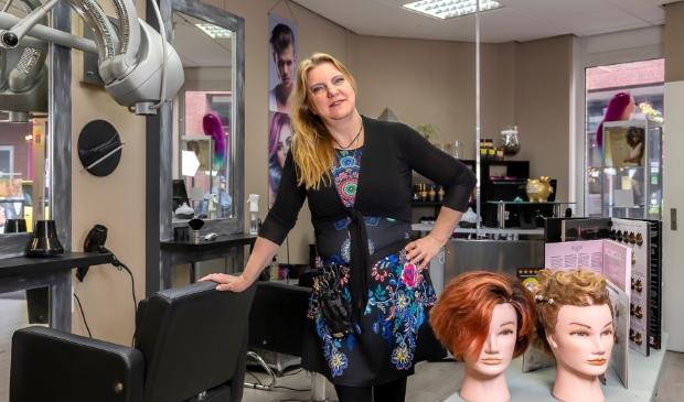 <p>Jolanda Comello in de salon aan de Maanderweg 7 in Ede.</p>