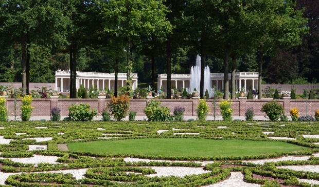 <p>Licht klassieke muziek in de tuinen van Paleis Het Loo</p>