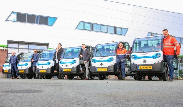 <p>Van links naar rechts: Alexander Moraal, teamleider van dagelijks beheer gemeente Nijkerk, Harke Dijksterhuis, Nadya Aboyaakoub, leverancier Olaf van Grol, en Jaap van de Bunt en Johanan Smit (gemeente Nijkerk). </p>