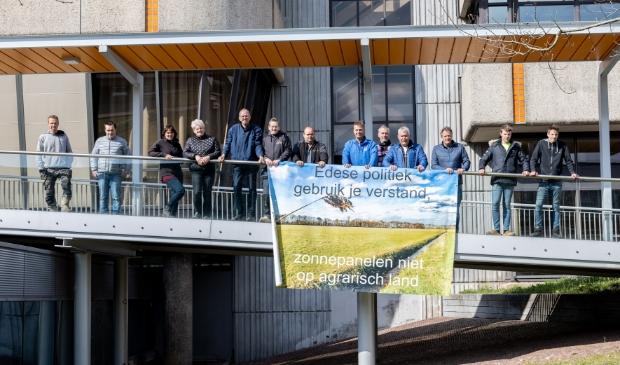<p>Een deel van de actiegroep op het Raadhuisplein in Ede</p>