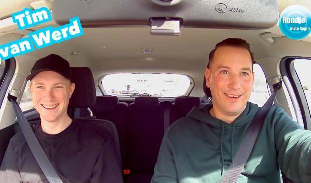 <p>Tim van Werd naast chauffeur en podcastgastheer S&ouml;ren van Rooij</p>