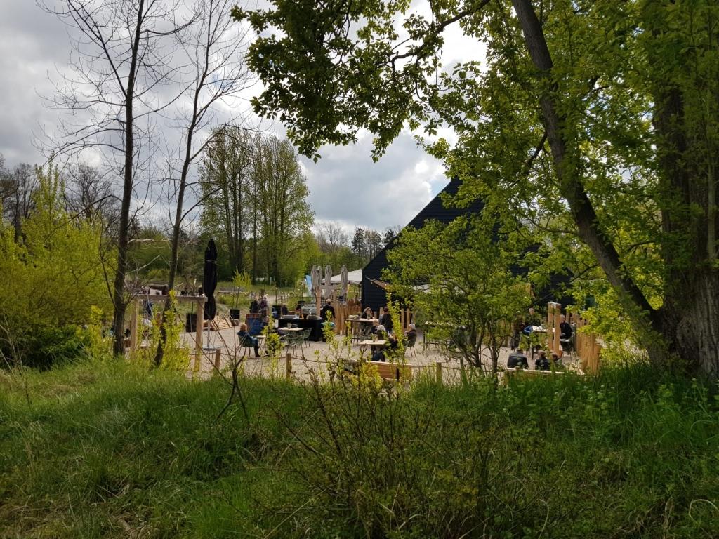 De terras van bezoekerscentrum De Kennemerduinen. Marielle Tukker © BDU Media