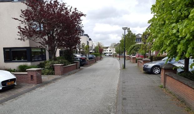 De Keerkade; bewoners willen er een woonerf van maken met hoge drempels en een lage maximumsnelheid.