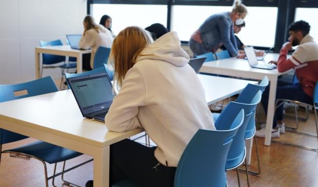 """<p dir=""""ltr"""">Voor de leerlingen van vmbo-basis/kader is het nu een kwestie van wachten op de examenuitslag.</p>"""