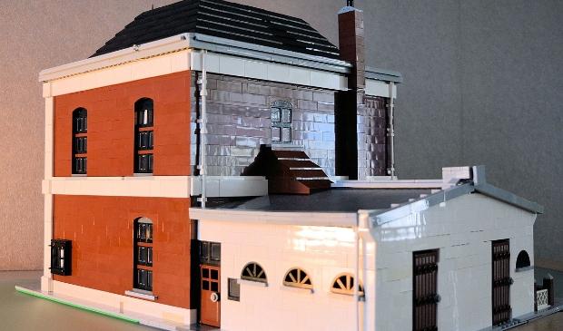 De achterzijde van het gemeentehuis met verdieping na 1917 Wim Erwich © BDU media