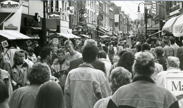 Heel winkelend publiek in de binnenstad van Gorinchem