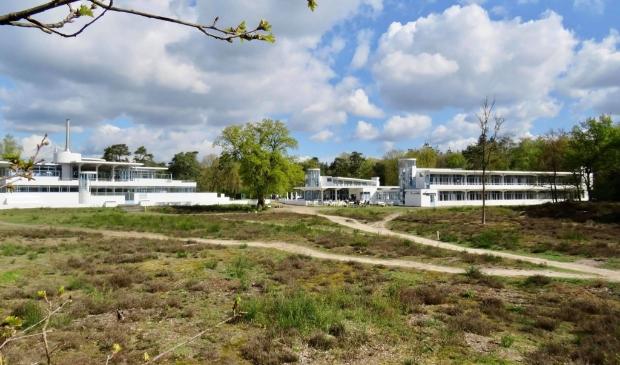 Voormalig Sanatorium/Ziekenhuis Zonnestraal  (1928-o.a. Architect Jan Duiker)