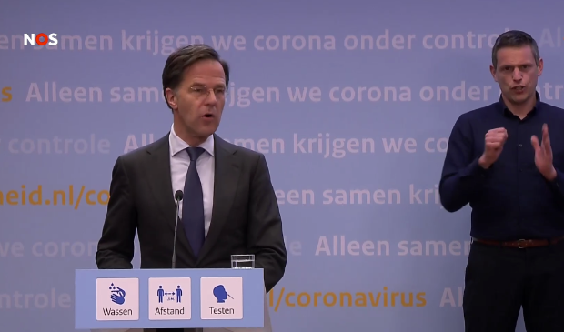 <p>Premier Rutte tijdens de persconferentie vrijdagavond.</p>