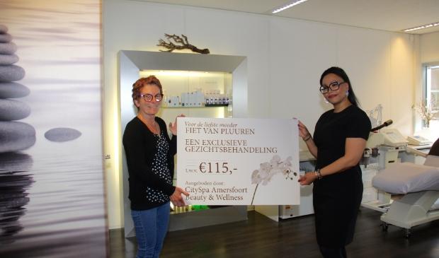 <p>Fiet van Pluuren werd door dochter Sharon opgeven en won De Sta Amersfoort&#39;s Moederdagactie.</p>